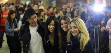 Detienen en Antofagasta a los grupos Ella Baila Sola y Amistades Peligrosas